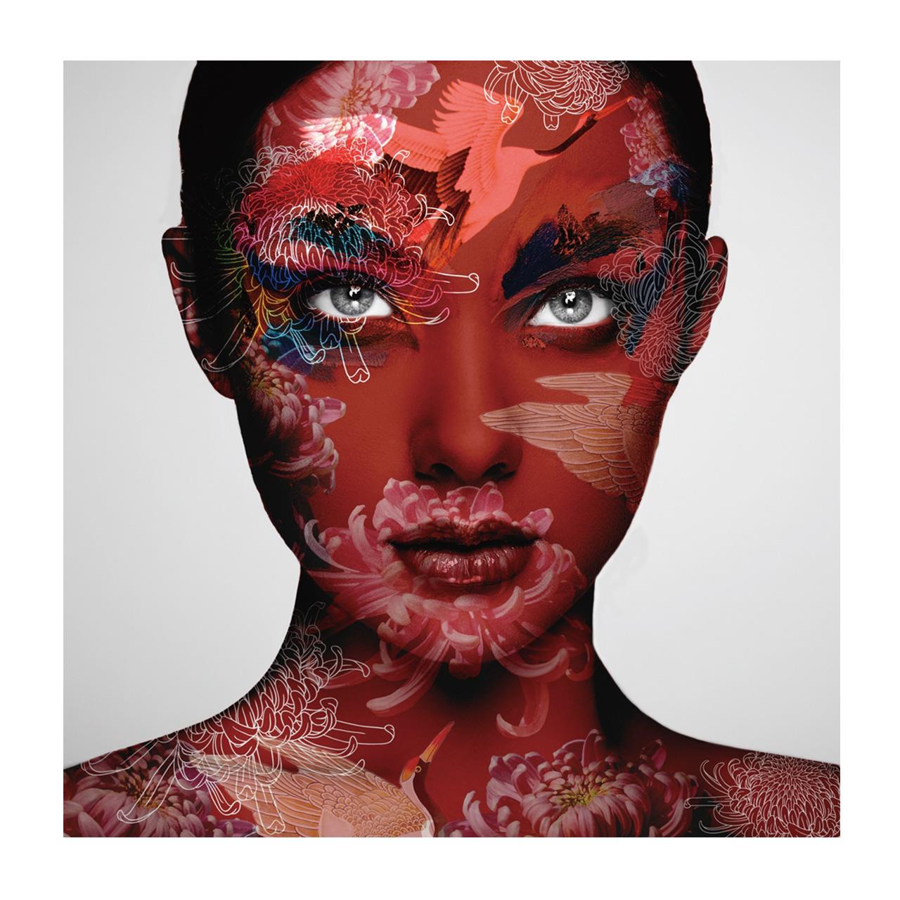 Imageland Bild Frau in Rot mit chinesischem Muster